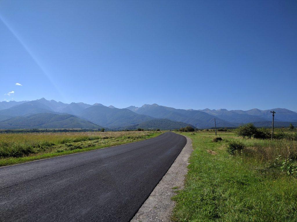 IMG_20160826 - Cartisoara - vedere spre muntii Fagaras