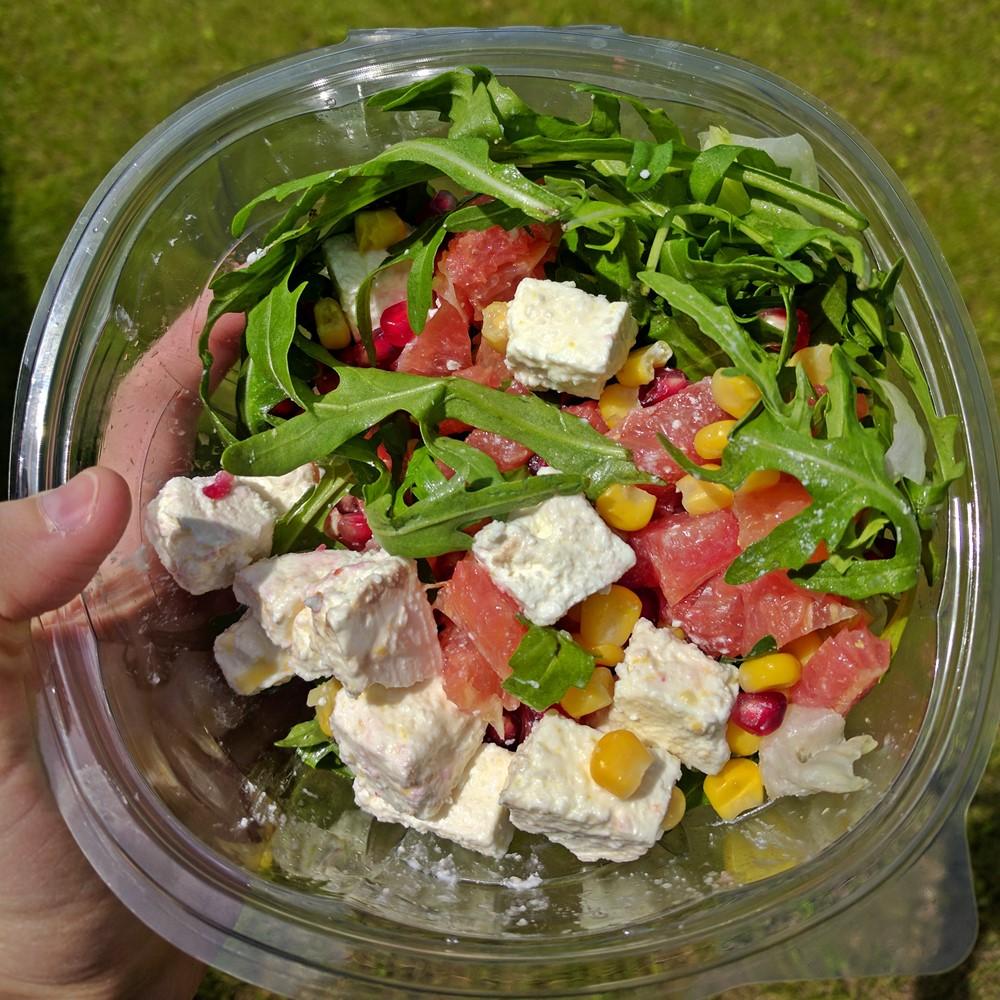 IMG_20170427_121505 - Salata iceberg + rucola + grapefruit - Rompetrol Hei